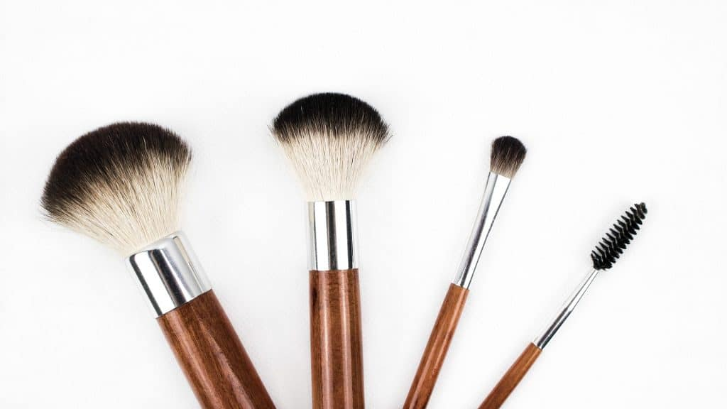 minimalist makeup collection, vegan makeup brushes